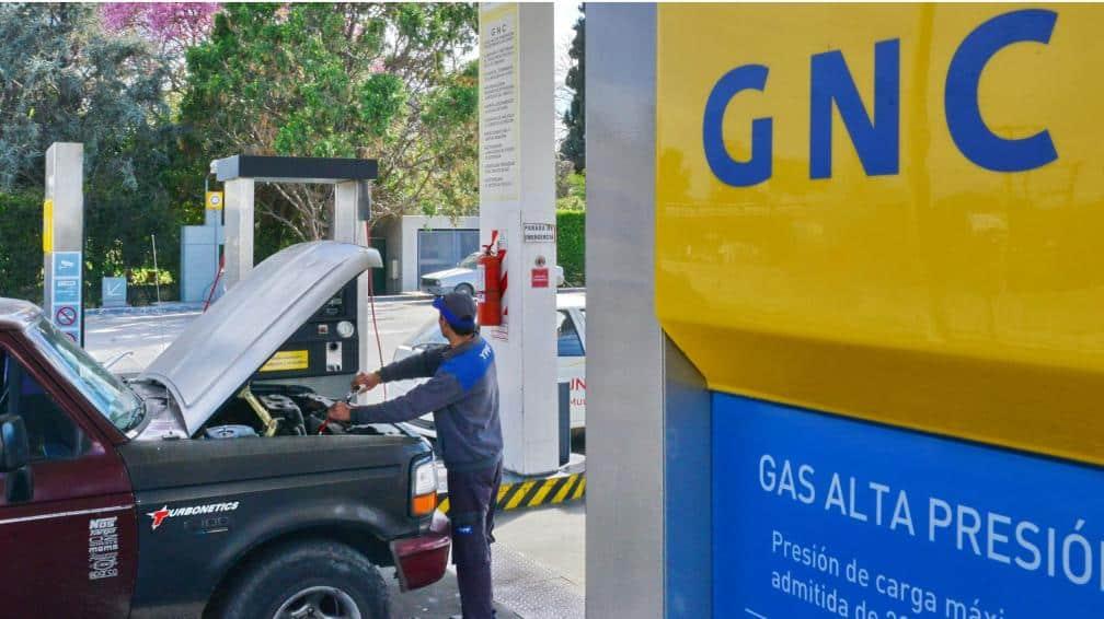 A partir de octubre el GNC costará lo mismo que la nafta y el gobierno dejará de venderlo