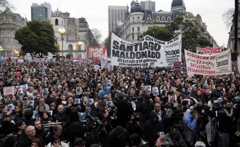 Es masiva la marcha por la aparición de Santiago Maldonado