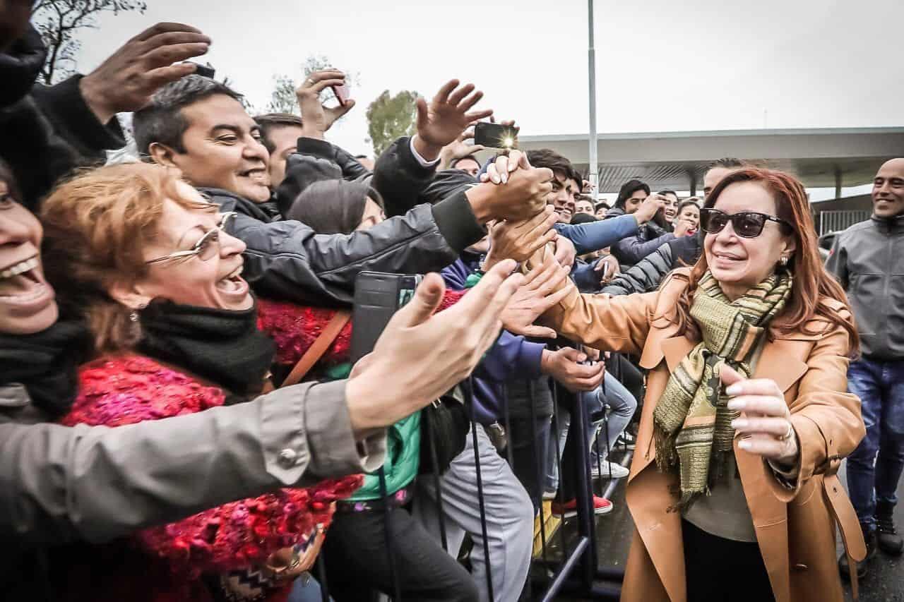 A cuatro días de la elección, Cristina crece y se despega de Cambiemos