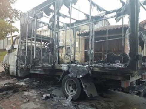 Los quemacoches llegaron a Ituzaingó 6