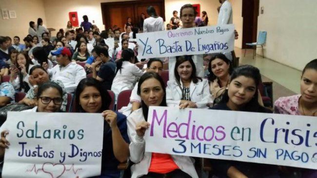 Paro y movilización: 700 médicos nacionales no cobran hace 4 meses 1