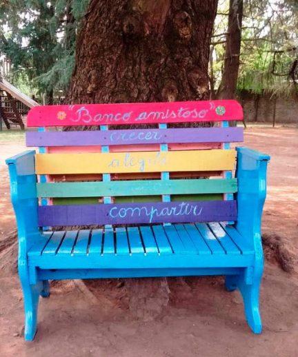 """El """"Banco de la Amistad"""", una idea contra la soledad y el acoso escolar en una escuela de Ituzaingó 2"""