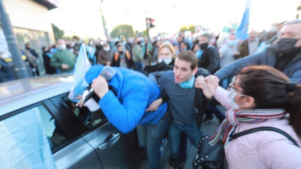 Agreden a varios periodistas en la marcha contra el gobierno y la cuarentena