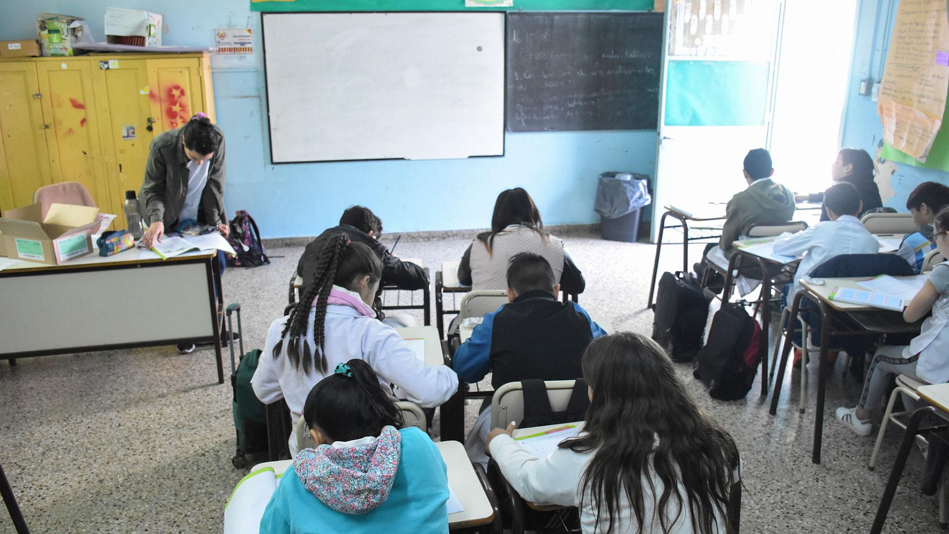 Todos los alumnos primarios de la Provincia pasaran de grado. En la secundaria habrá una evaluación