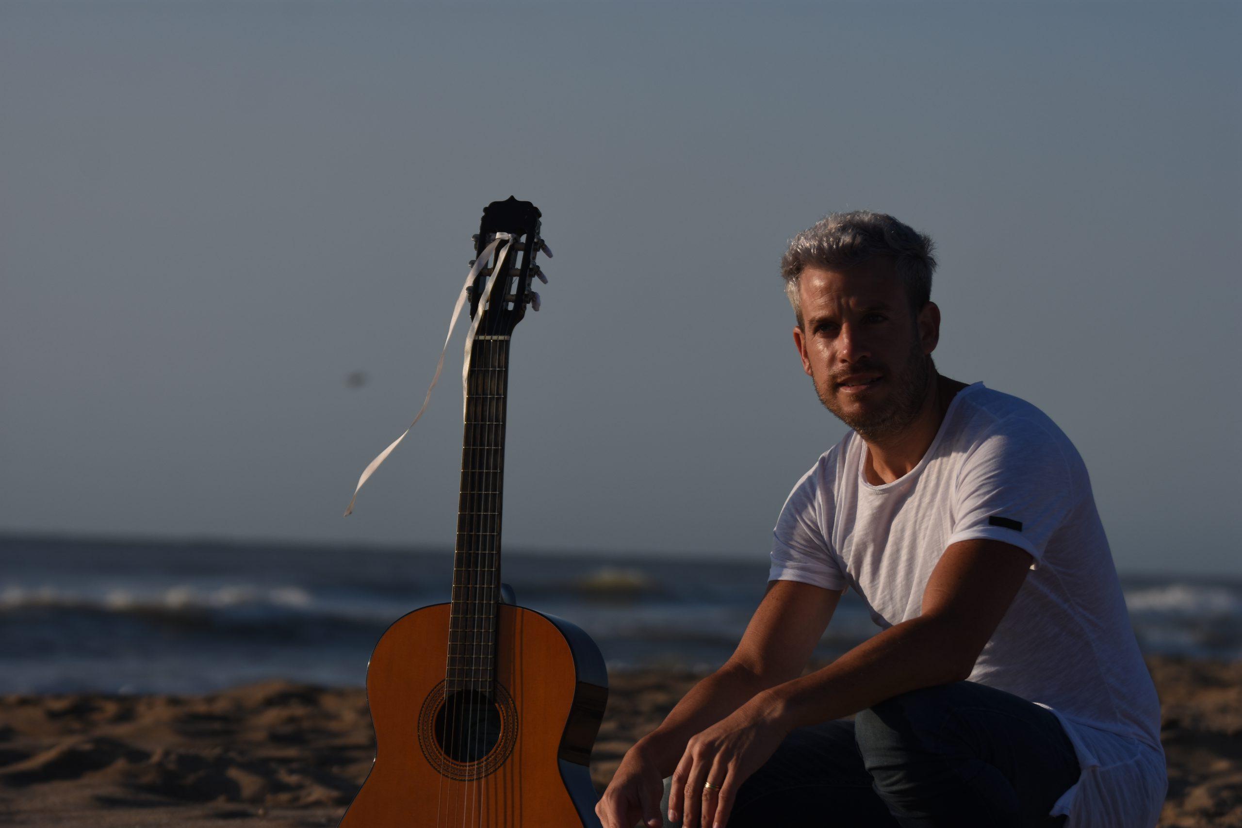 Sebasthian León presenta su primer álbum solista