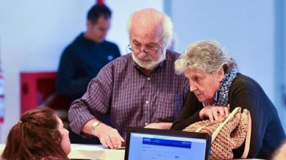 El gobierno se prepara para anunciar un bono a los jubilados para fin de año 1