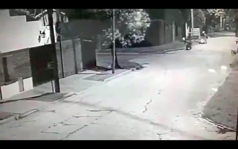 Ituzaingó: El video del ataque al repartidor muestra como los delincuentes tiran a quemarropa