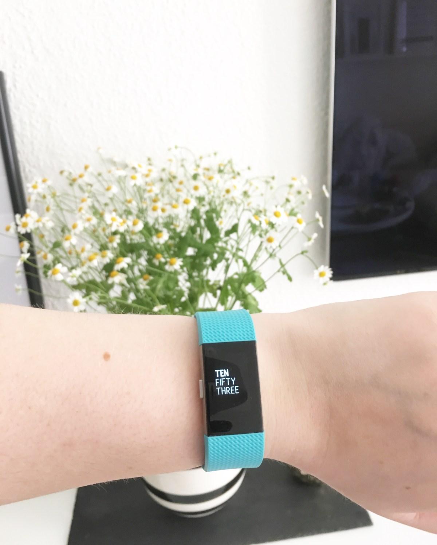 Fitbit Charge 2 und wie wir unsere Faulheit besiegten
