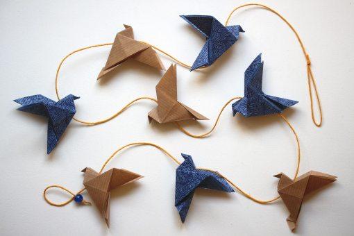 Guirlande oiseaux origami kraft et bleus