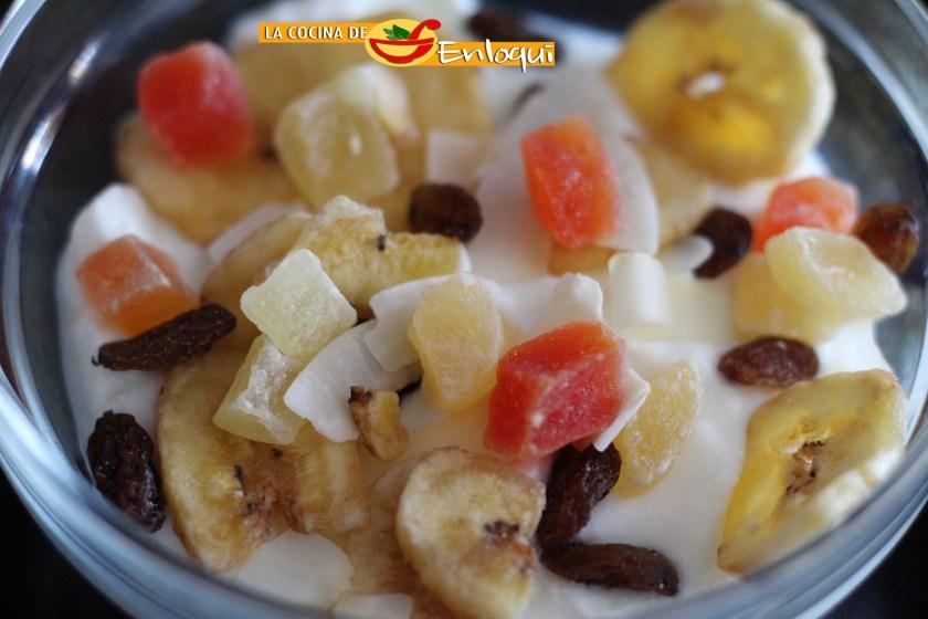 07.09.16 desayuno yogur con fruta deshidratada (1)
