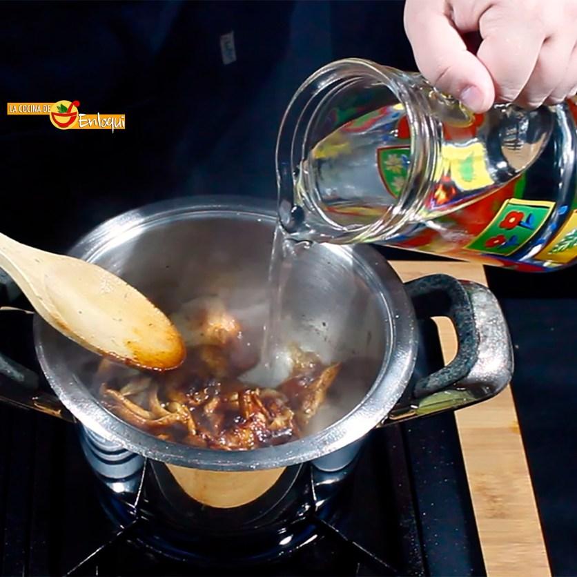 Sopa castellana con setas