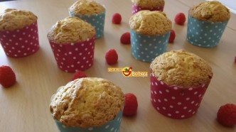 Muffins de brownie de chocolate blanco