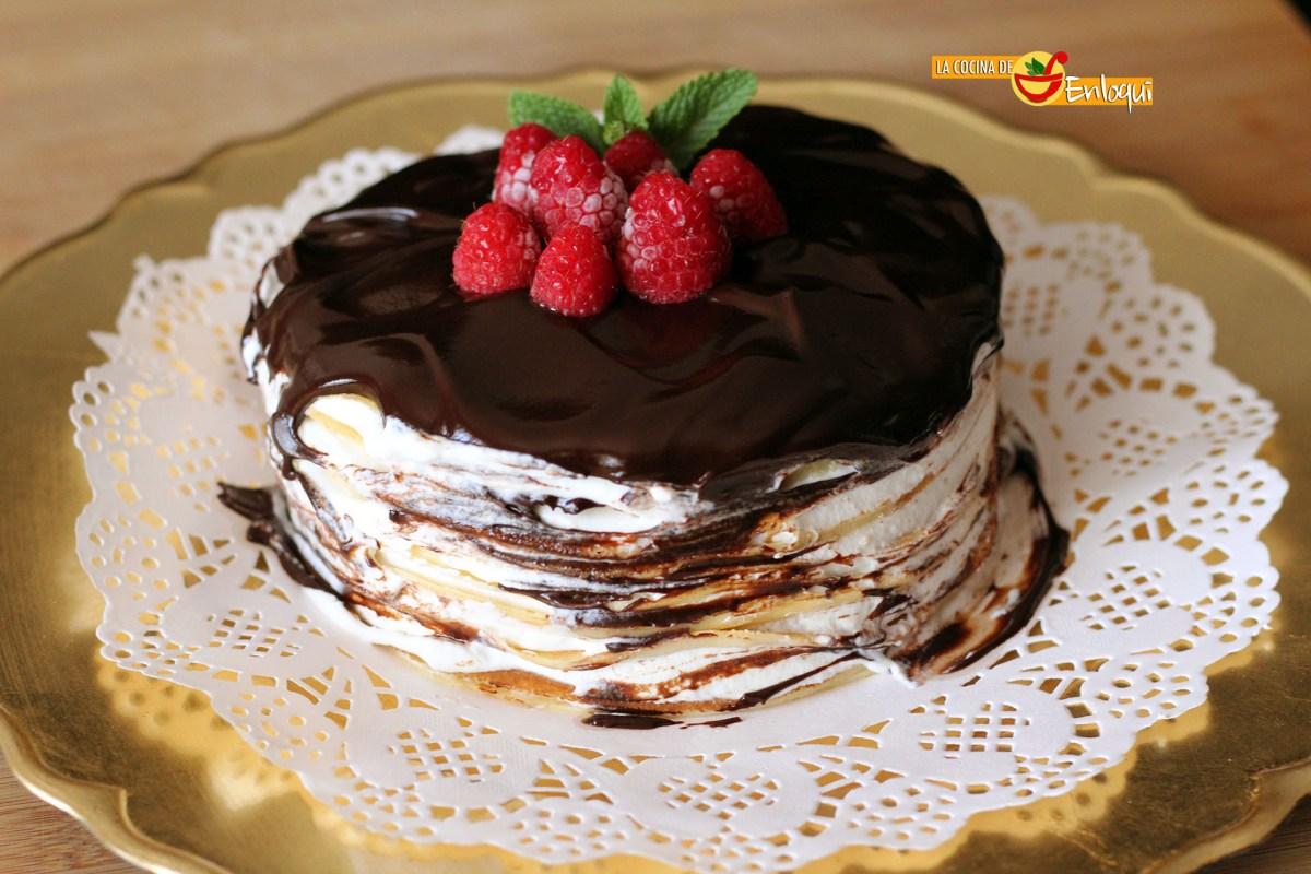 Tarta de crepes con nata y chocolate