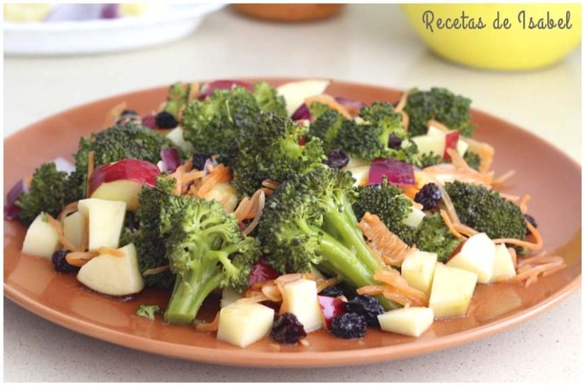 Ensalada de brócoli, manzana y vinagreta