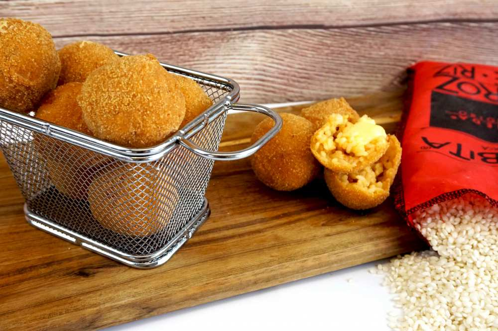 croquetas de arroz con queso y chorizo