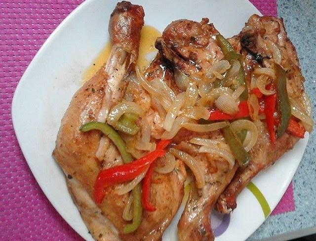 Muslos de pollo al horno con pimientos