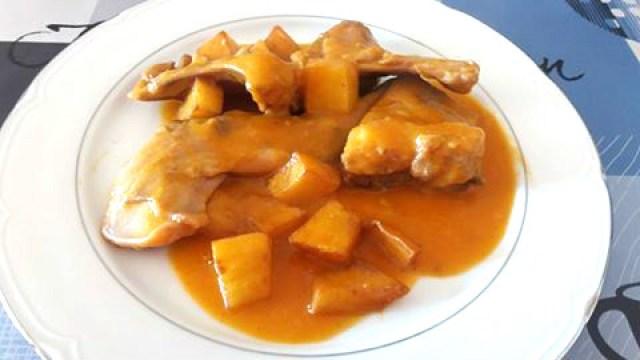conejo en salsa de cerveza con patatas