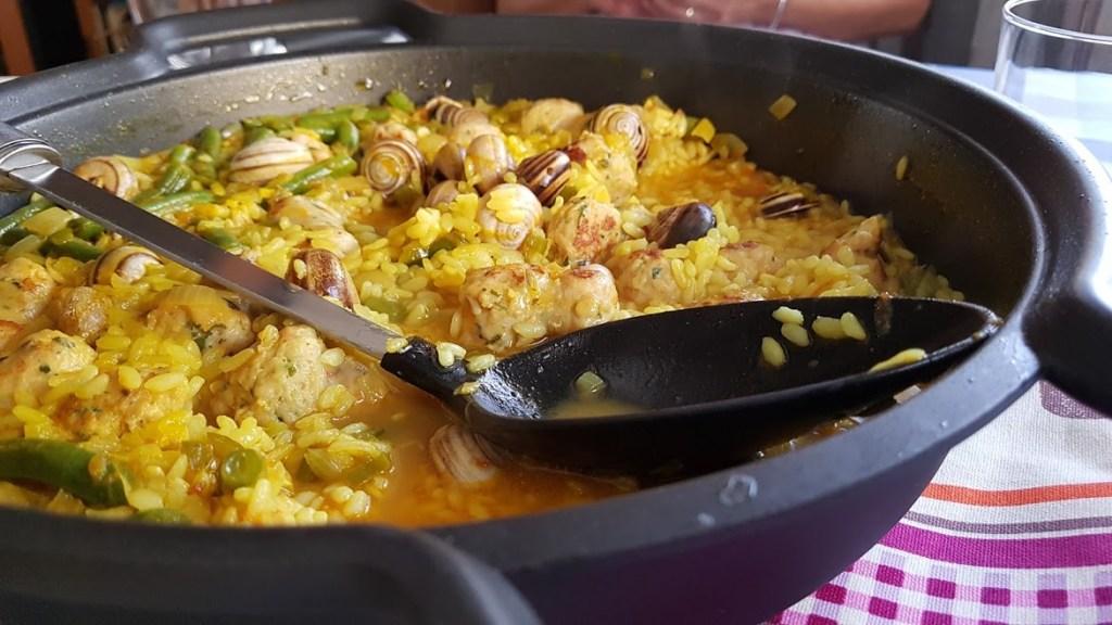 arroz con butifarra y caracoles