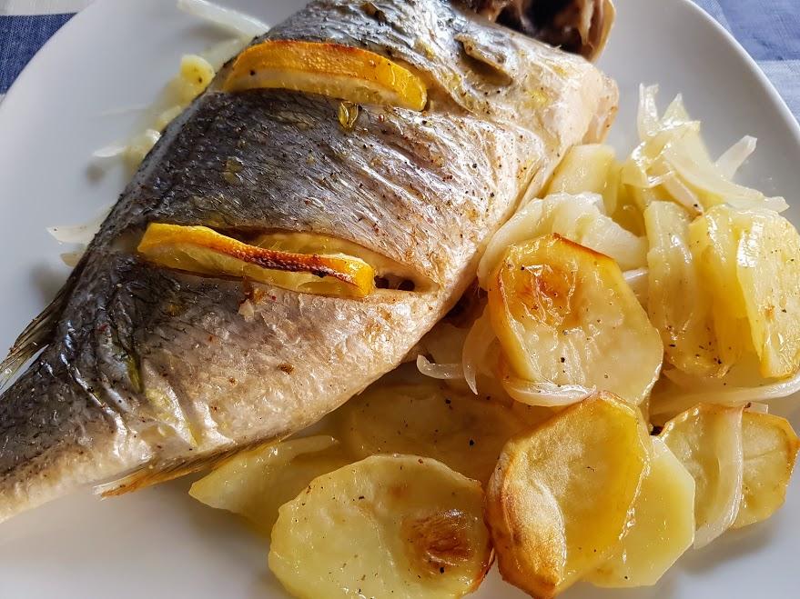 Dorada al horno con patatas La Cocina de Pedro y Yolanda izORj