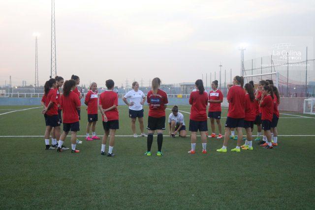 La plantilla del Sevilla Femenino, durante una sesión de entrenamiento |Imagen: Nuria Romero
