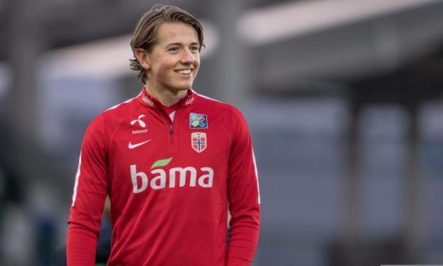 Sander Berge sigue muy presente en la agenda del Sevilla