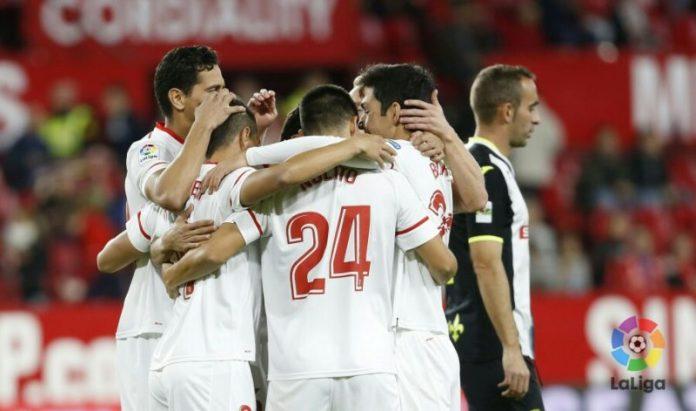 El Sevilla golea y consigue el pase a octavos