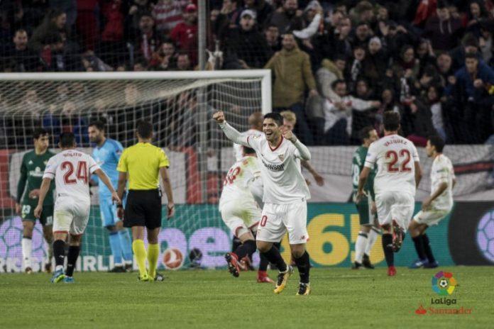 Los fallos defensivos condenan al Sevilla en el derbi ante el Betis