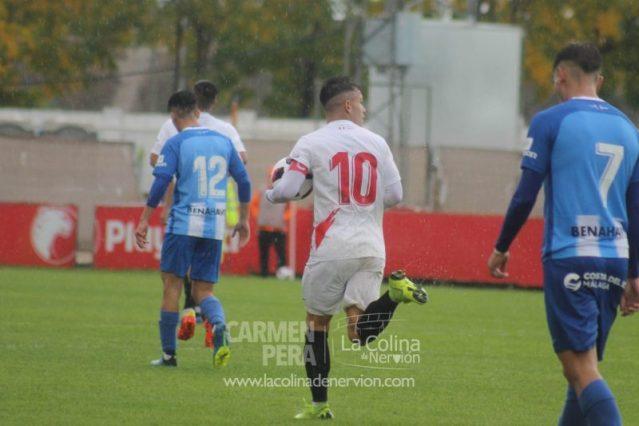 Un gol de Curro saca al Sevilla Atlético del descenso