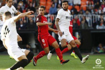 El Sevilla pierde dos puntos en Mestalla en el último suspiro