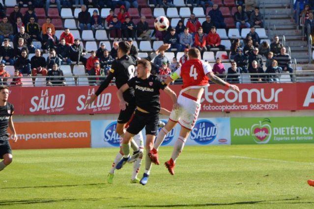 El Sevilla Atlético suma un punto importante en la Nueva Condomina