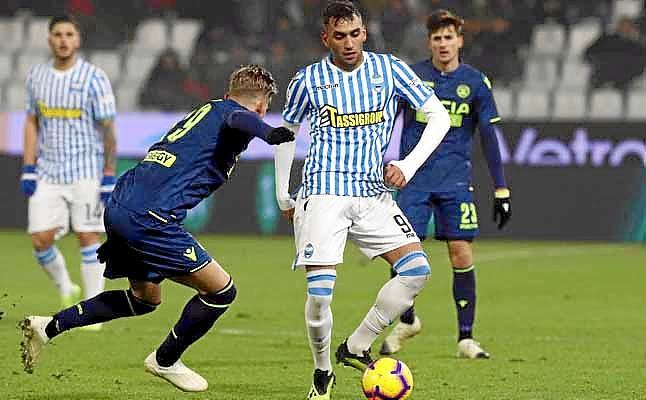 El Sevilla aprovechó y también observó a Fares