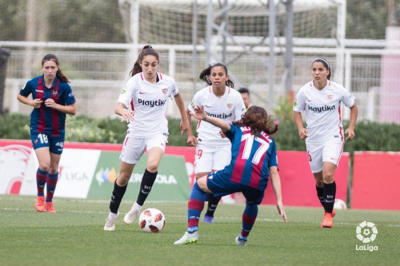 El Sevilla supera al Levante y firma otro año en la máxima categoría