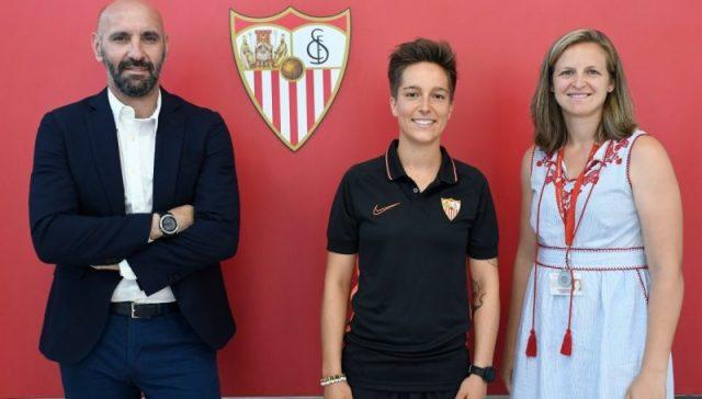 Claire Falknor, en su presentación como sevillista | Imagen: Sevilla FC
