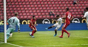 Pozo, en la acción que supuso el tanto ante el Mainz 05 | Imagen: Sevilla FC