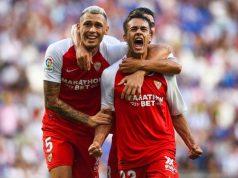 Reguilón, junto a Ocampos, celebrando el primer gol del Sevilla en el triunfo frente al Espanyol | Imagen: LaLiga