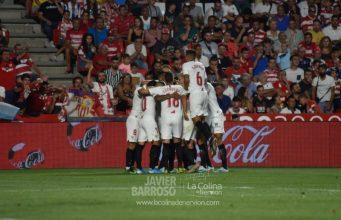 Parte de la plantilla del Sevilla FC, celebrando el gol de la victoria   Imagen: La Colina de Nervión - Javi Barroso