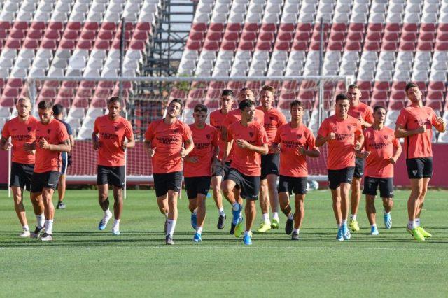 Parte de la plantilla del Sevilla, durante un entrenamiento | Imagen: Sevilla FC