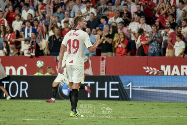 De Jong, durante el partido entre el Sevilla y la Real Sociedad   Imagen: La Colina de Nervión - Javi Barroso