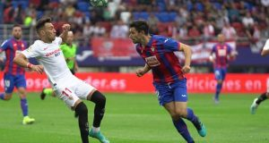 Munir disputando el balón en el partido del Sevilla frente el Eibar. | Imagen: Sevilla FC