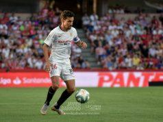 Jesús Navas controla un balón frente al Granada Imagen: Ismael Serrano Sevilla Fútbol Club