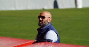 Monchi, máximo responsable de los fichajes en el Sevilla FC, durante el entrenamiento | Ana M Romero - La Colina de Nervión