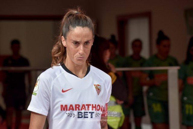Maite Albarrán, a la salida de vestuarios del Sevilla Femenino en el partido ante la Real Sociedad | Imagen: La Colina de Nervión - Javier Barroso