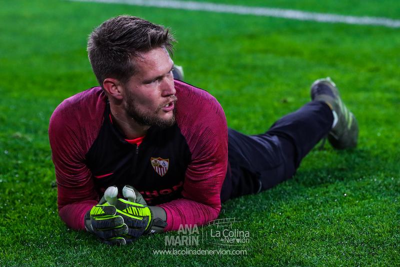 Tomas Vaclik, durante el calentamiento para un partido del Sevilla FC   Imagen: La Colina de Nervión - Ana Marín