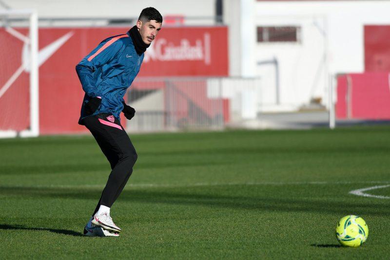 Carlos Fernández, en un entrenamiento con el Sevilla FC