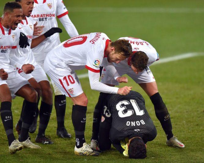 Suso y Bono, dos ases en la manga del Sevilla FC