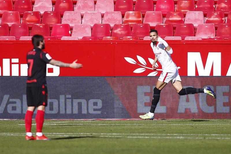 En-Nesyri, celebrando el primero de los tres goles anotados en el partido del Sevilla FC contra la Real Sociedad