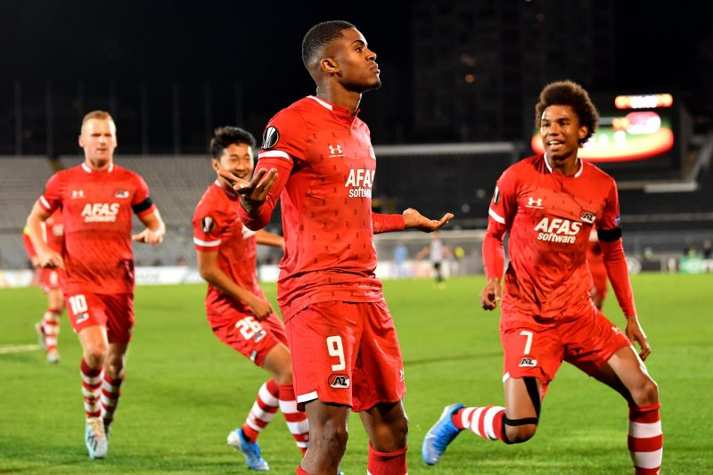 Myron Boadu, en la lista de fichajes del Sevilla FC, celebra un gol
