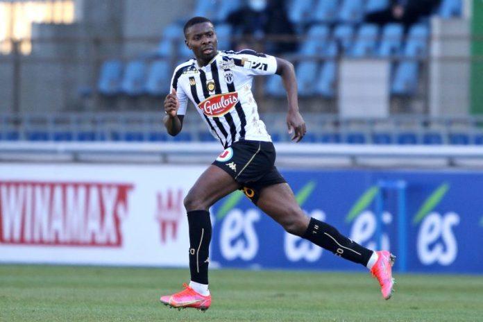 Clubes de Francia, España y Portugal preguntan por Amadou