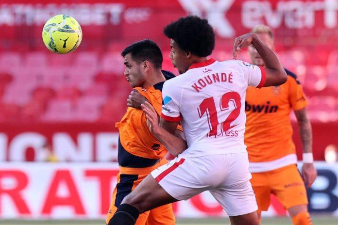 El Manchester United no llega a lo que pide el Sevilla FC por Koundé