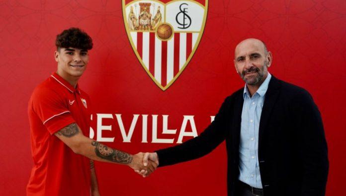 Isaac Romero renueva con el Sevilla FC hasta 2025